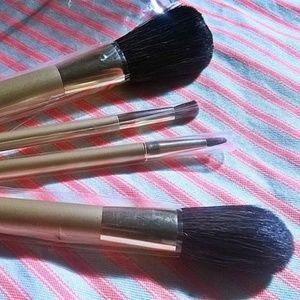 NWOT - EsteeLauder Makeup Brushes Set & Case